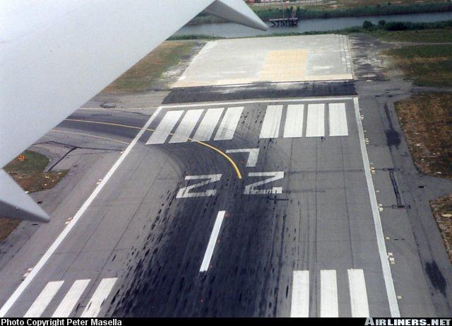 airlinersnetphotoid041182.jpg